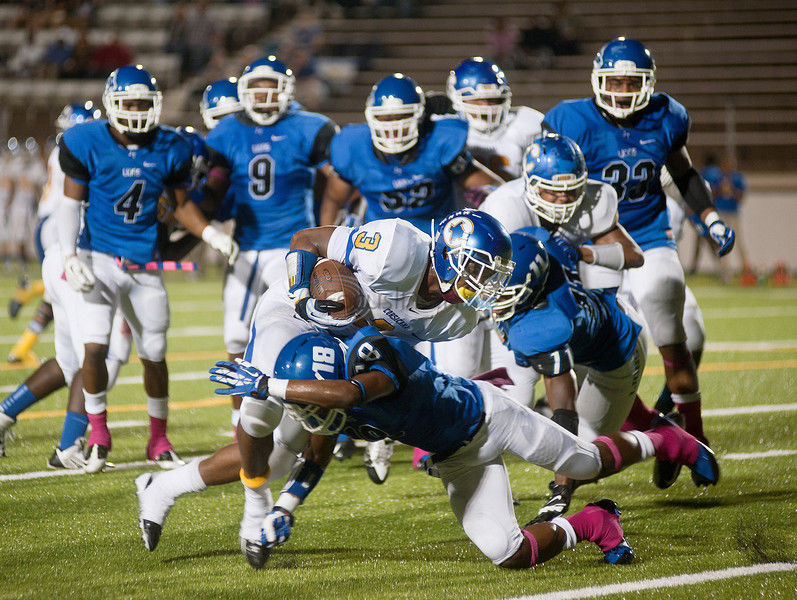 JT overcomes early hole to win 51-22