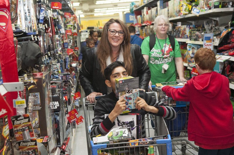 Jacksonville ISD and Mostyn Moreno Educational Foundation treat special needs students to shopping spree