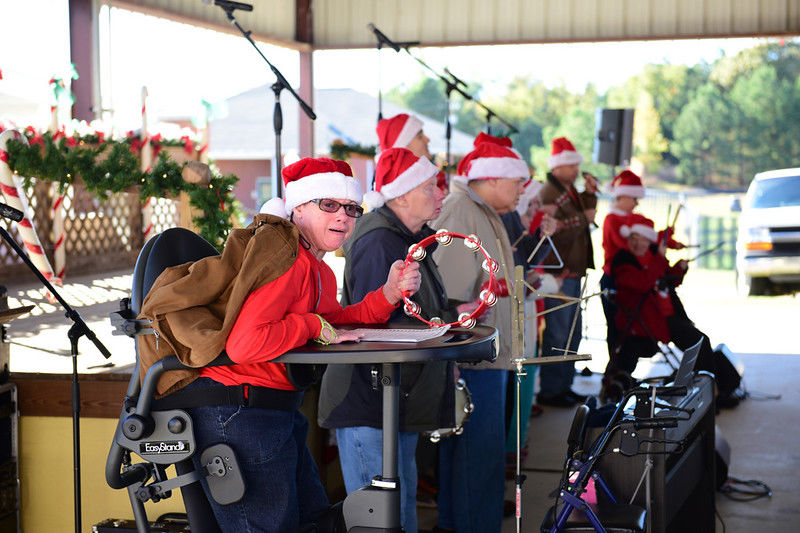 Breckenridge Village of Tyler embraces the community during annual Christmas event