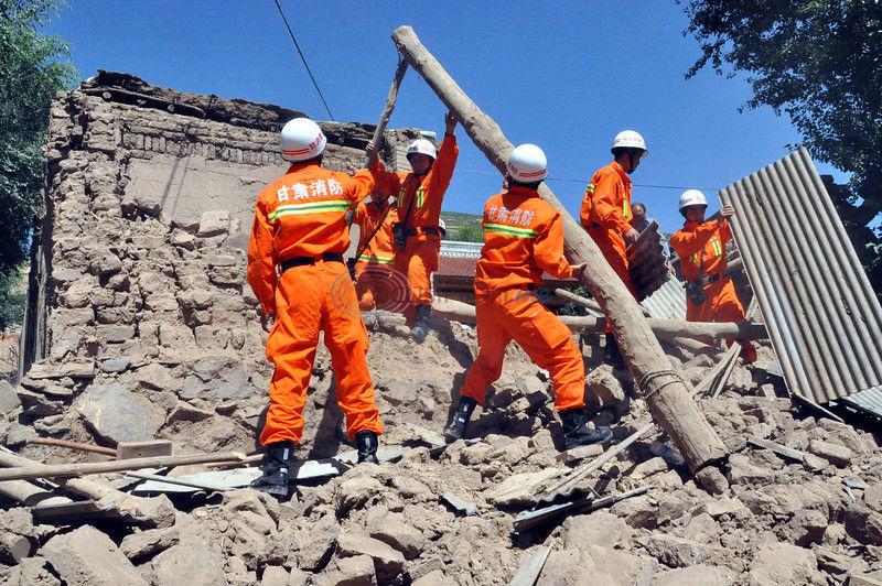 Quake in arid northwest China kills at least 75