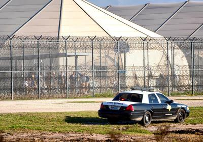 Talks ongoing with inmates who control part of Fed prison in Texas