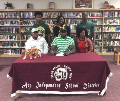 Arp's Hunt signs with Baylor
