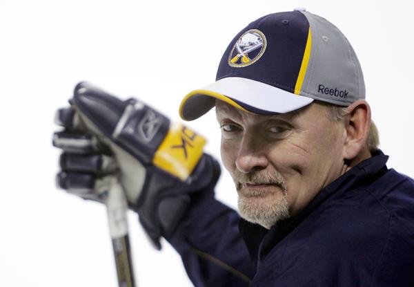 Lindy Ruff hired to coach Dallas Stars