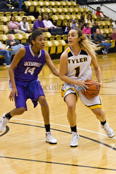 Apaches notch big win over Navarro