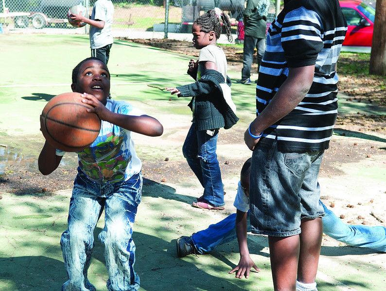Egg hunt at Tyler park draws large crowd
