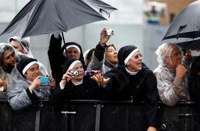 Nuns mob pope seeking to get photos with him