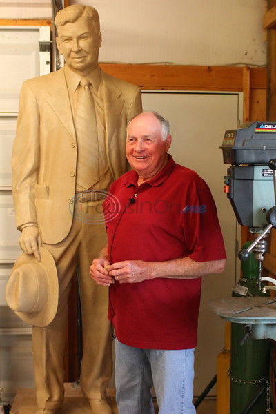 Whitehouse man operates sculpture studio with his wife