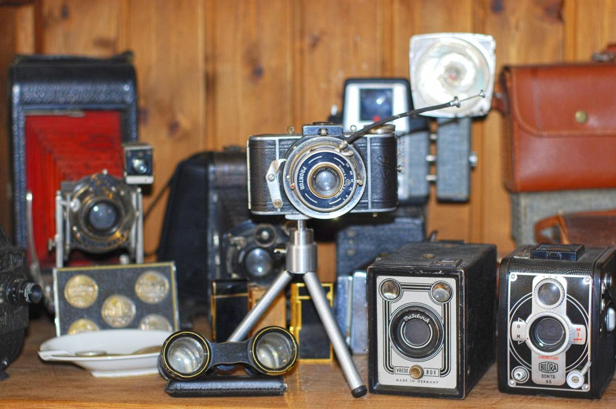 camera-digital-camera-composition-antiques-cameras-old-cameras-641767-pxhere.com.jpg