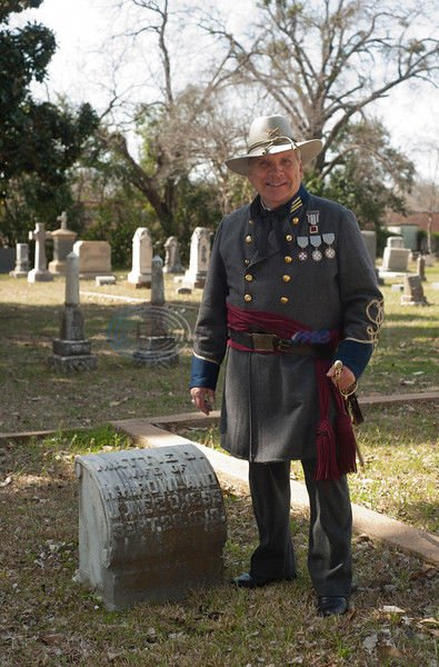 Oakwood tour brings Tyler's history to life