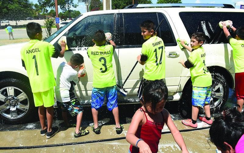 Red Bulls soccer team holds car wash fundraiser