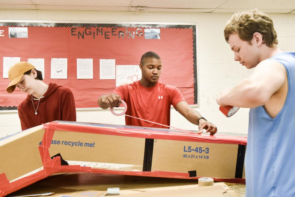 Lee students build cardboard canoe to compete in UT Tyler competition