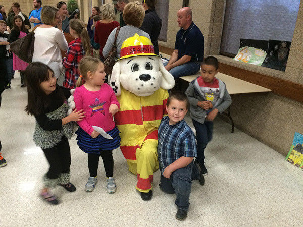 Smith County children accept their fire prevention award