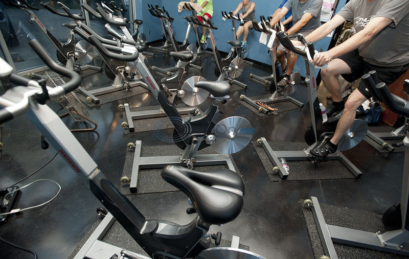 Spin class burns hundreds of calories, keeps exercisers motivated