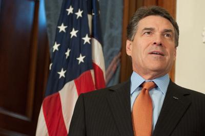 Gov. Rick Perry signs bill paving the way for UT Tyler pharmacy school