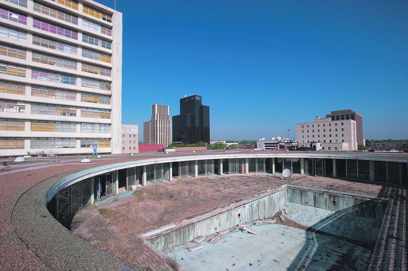 Former Carlton Hotel under contract to Dallas-based developer