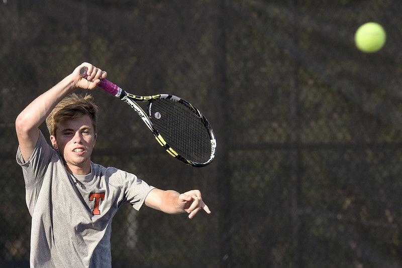 Lee nets tennis title