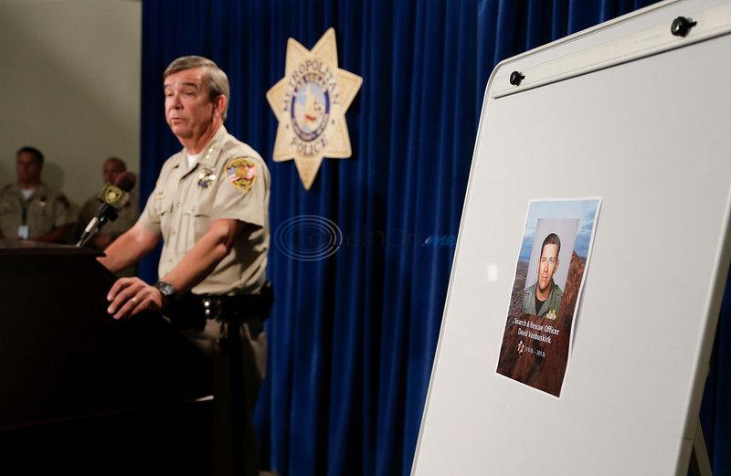 Tributes underway for fallen Vegas police rescuer