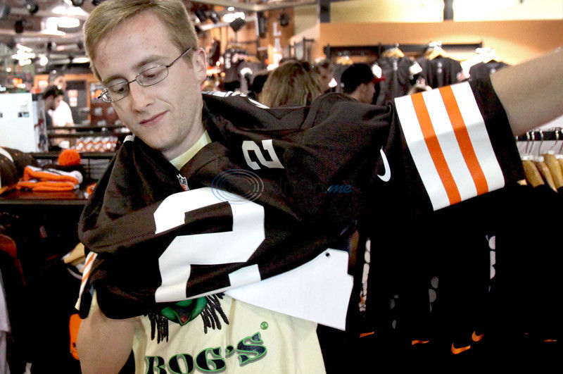 Dawg Pound rabid about Manziel: Mania for Johnny Football rocks Cleveland hard
