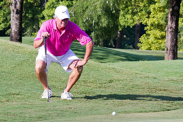 Wheeler leads by 6 at Hollytree