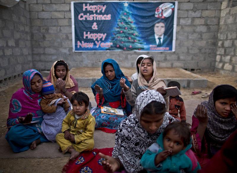 Christians in Pakistan slum amid blasphemy cases