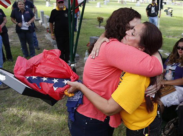 Texas couple gives forgotten flag to Marine's mom