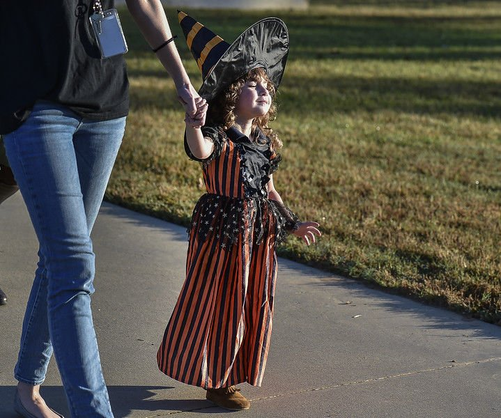 Students celebrate their favorite literary characters with storybook parade at Clarkston Elementary
