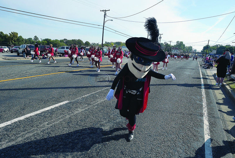 Huge crowd turns out for annual Texas Rose Parade