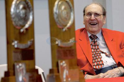 Hoops coaching legend Guy Lewis, of Arp, dies at 93