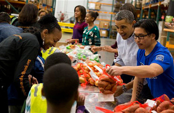 Obama helps hand out Thanksgiving fixings to needy