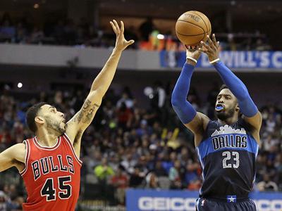 Harrison Barnes and Wesley Matthews power Dallas Mavericks past Chicago Bulls 107-82