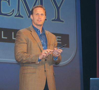 Former Dallas Cowboy Hennings speaks at ETCA leadership event