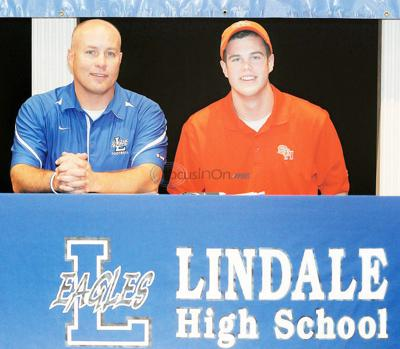 Lindale kicker Swimberghe signs with Sam Houston