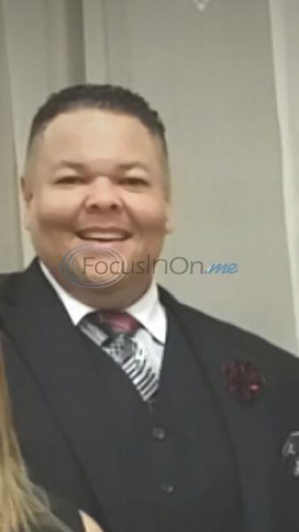 Pastor calms man during church threat