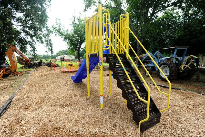 Winona: Residents put finishing touches on playground