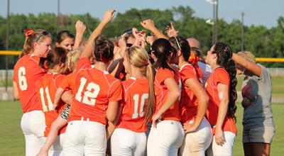 Mineola rallies, but falls short in semifinals