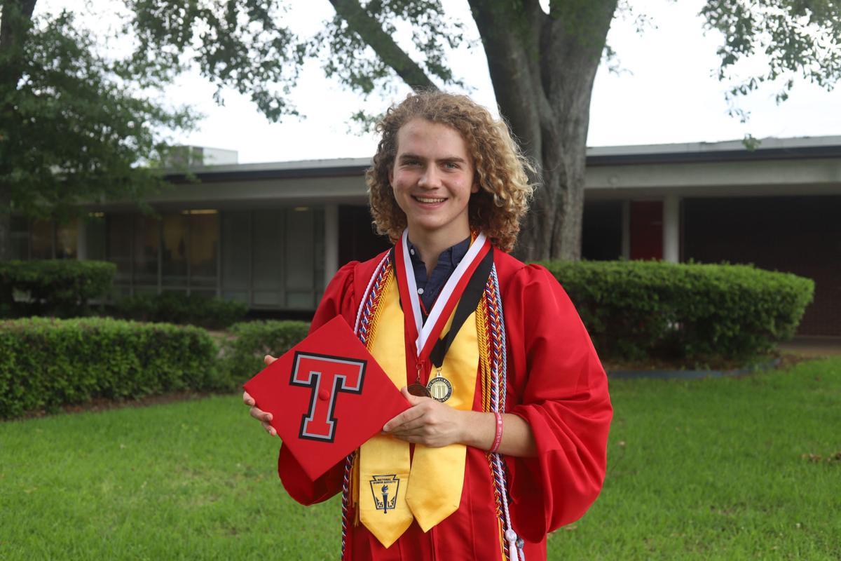 Lee valedictorian