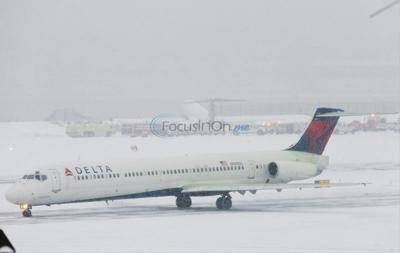 NYC landing mishap raises questions on runway snow closures