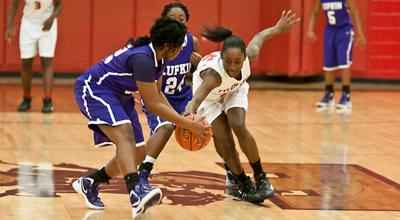 Ciara Johnson scores 32 in Lee's victory