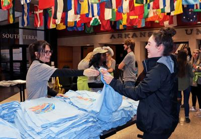Students Volunteer, Donate Time on Make a Difference Day