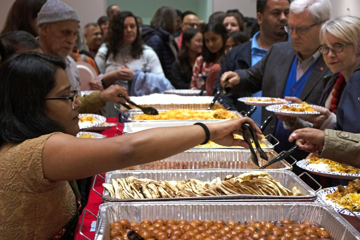 Diwali Celebration Allows Indian Students, Friends to Experience Indian Culture