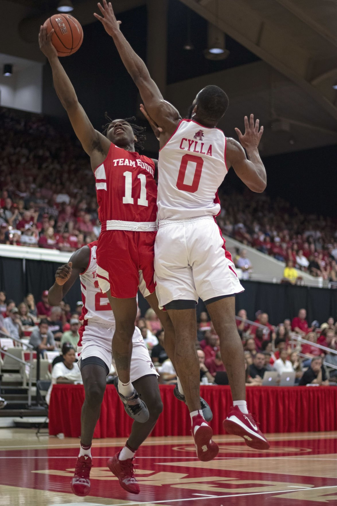 Red Team Soundly Defeats White Team in Exhibition Game