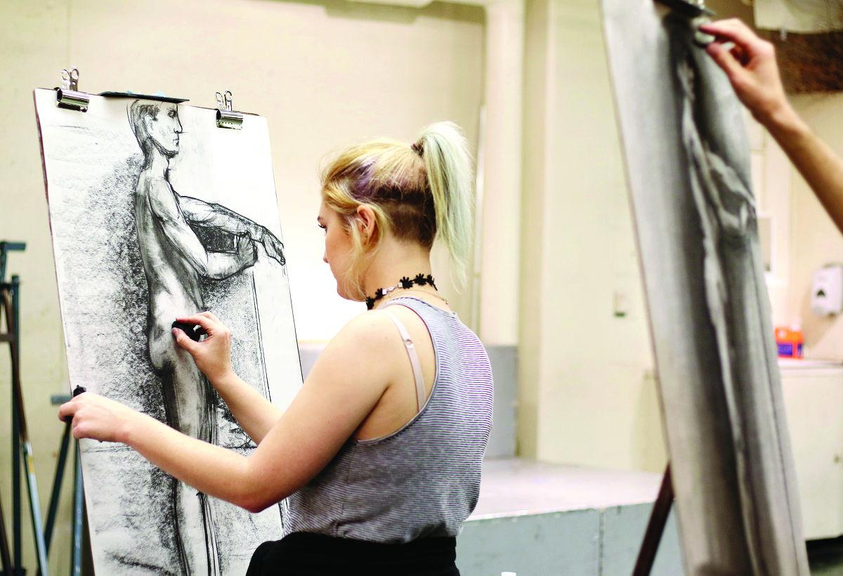 Student Artists Draw Nude Models for Class | The Companion