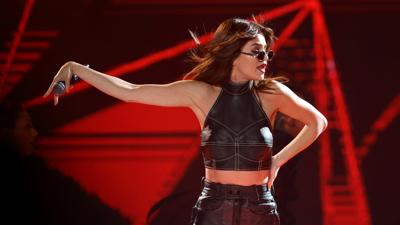 Gomez's Singles Fail to Wow, Show Improvement