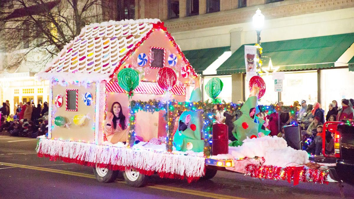 Community braves cold to see, be in Macy\'s Parade of Lights ...