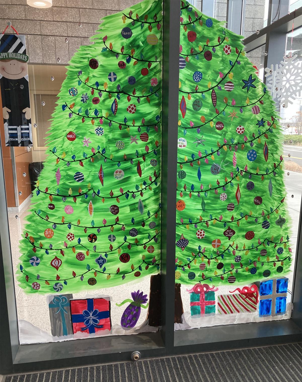 201122_etc_giving-trees-foster-kidsIMG_0340.JPG