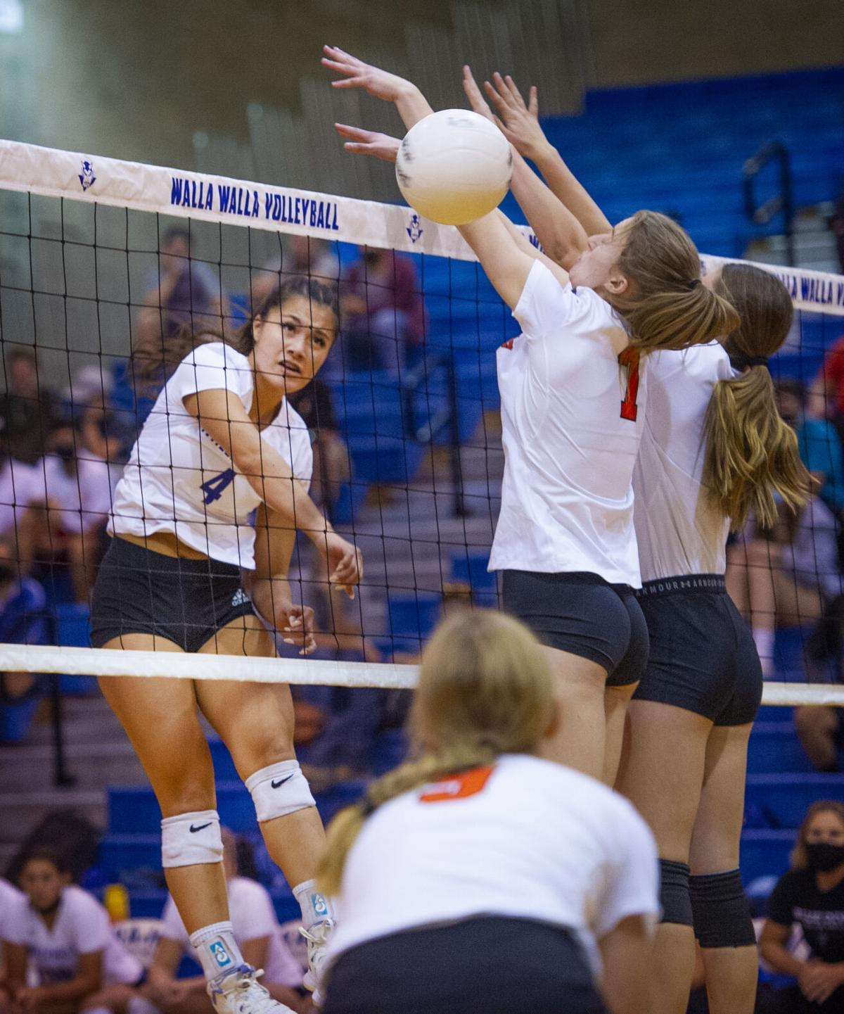 WaHi vs Kennewick Volleyball