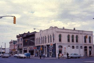 Main St, N side looking W from 4th; Rees Hotel, Lamplight, Jun 1967.jpg
