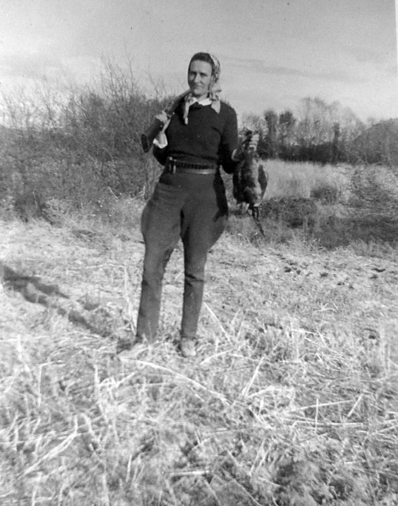 Margaret Pettyjohn pheasant hunting, 1920s (1).JPG