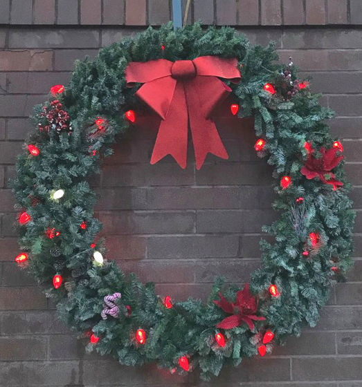 Keep the wreaths red campaign.