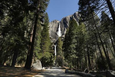 TRAVEL-UST-YOSEMITE-LA